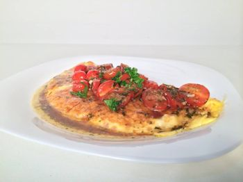 Omelette con tomates cherry